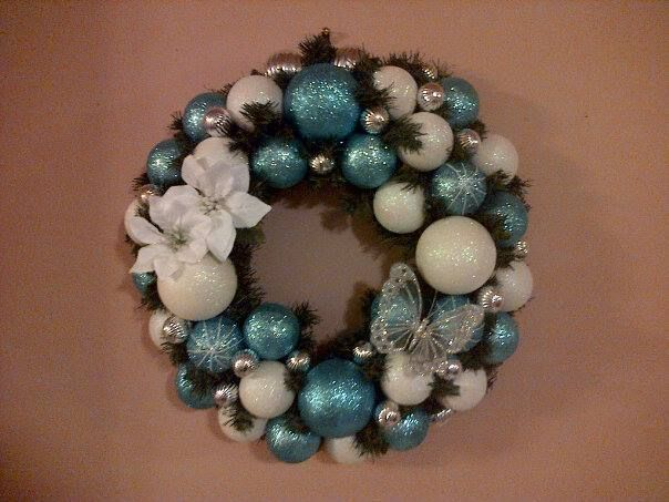 Last minute wreaths for last minute gifts.