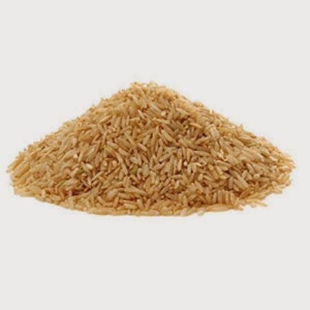 WHEAT BRAN Wheat Bran is another food which helps fight diabetes. Wheat bran contains magnesium in high content which is very useful in controlling diabetes type 2. While other types of wheat like whole grain are very good for four body, wheat bran is also beneficial, especially for diabetic patients.
