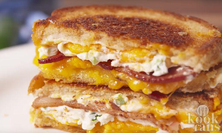 Til je tosti naar een hoger niveau en maak deze jalapeño-tosti met cheddar kaas en bacon!