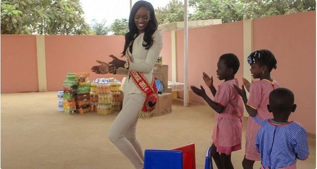Miss Angola Zuleica Wilson doa bens a crianças internadas na pediatria do hospital provincial http://angorussia.com/entretenimento/fama/miss-angola-zuleica-wilson-doa-bens-a-criancas-internadas-na-pediatria-do-hospital-provincial/