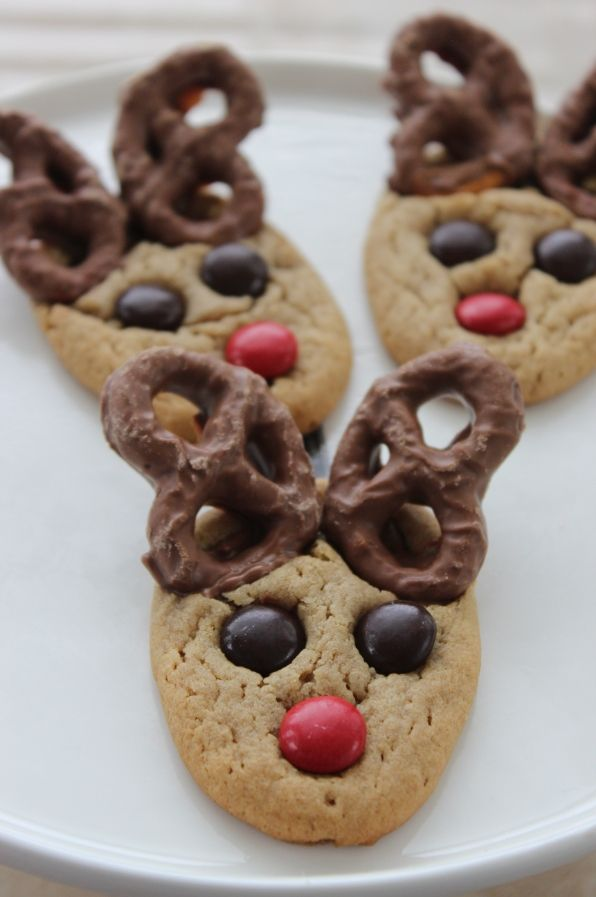 Here is a FUN Peanut Butter Pretzel Reindeer Cookies Recipe that you can try with your kids this year! Of course you can make your own Peanut Butter Cookie Dough or you can use a Betty Crocker or Pillsbury Mix! These are adorable and fun for kids to help you bake for Friends and Family Members! #cookierecipe