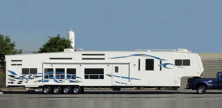 Wow. Take a look at that luxury fifth wheel trailer up there. I always thought this picture was shopped until now. Just found out more about this fifth wheel! It's not photoshopped. It's one of two very large 5th wheel toy haulers Weekend Warrior built that were this big. Toterhome toy hauler luxury. Many people out …