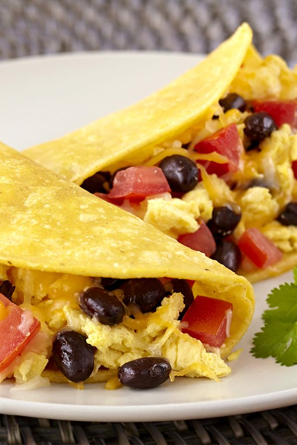 B-fast taco recipe! Why wait for lunch to dig into some tacos? These are quick, easy, and filled with egg whites, beans, cheese & flavorful veggies! Less than 10 minutes to make… perfect for those busy mornings! 2 tacos = 318 calories | 6g fat | 7 Weight Watchers SmartPoints | MUST PIN!