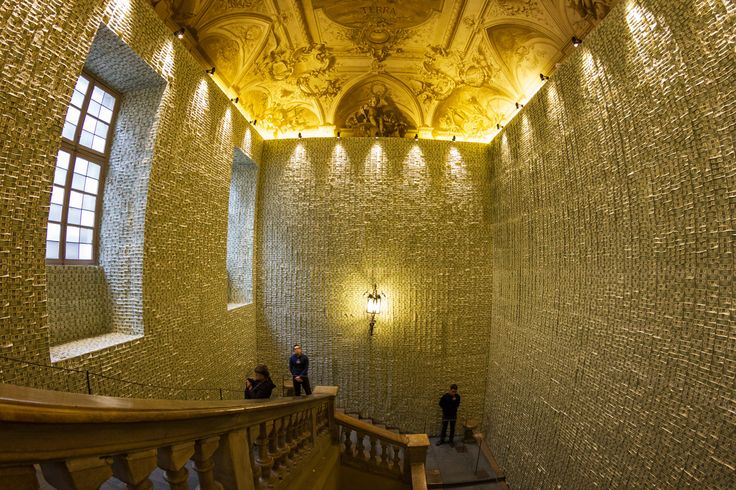 40.000 dollars on walls #ShitandDie #Artissima #Torino http://www.alobooom.com/photos/shit-and-die-torino/
