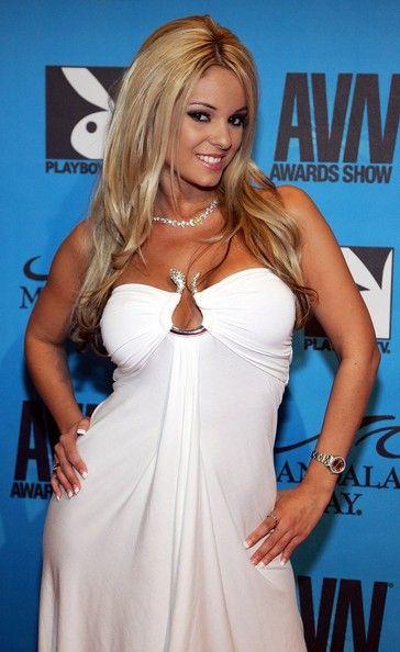 Carmen+Luvana+AVN+Awards+Mandalay+Bay+Arrivals+eymYbeJQVXsl.jpg (364×594)