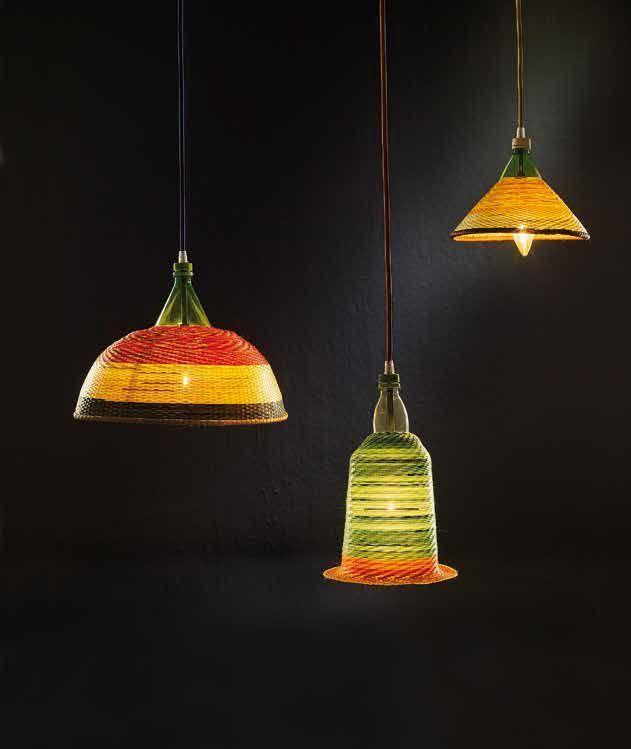 Eco-lógica artesanal Estas lámparas, bautizadas como Petlamps, nacen del deseo de reutilizar las botellas de PET, que tardan 500 años en degradarse y son un serio factor de contaminación. El diseño es del español Álvaro Catalán de Ocón quien, de la mano de Artesanías de Colombia,