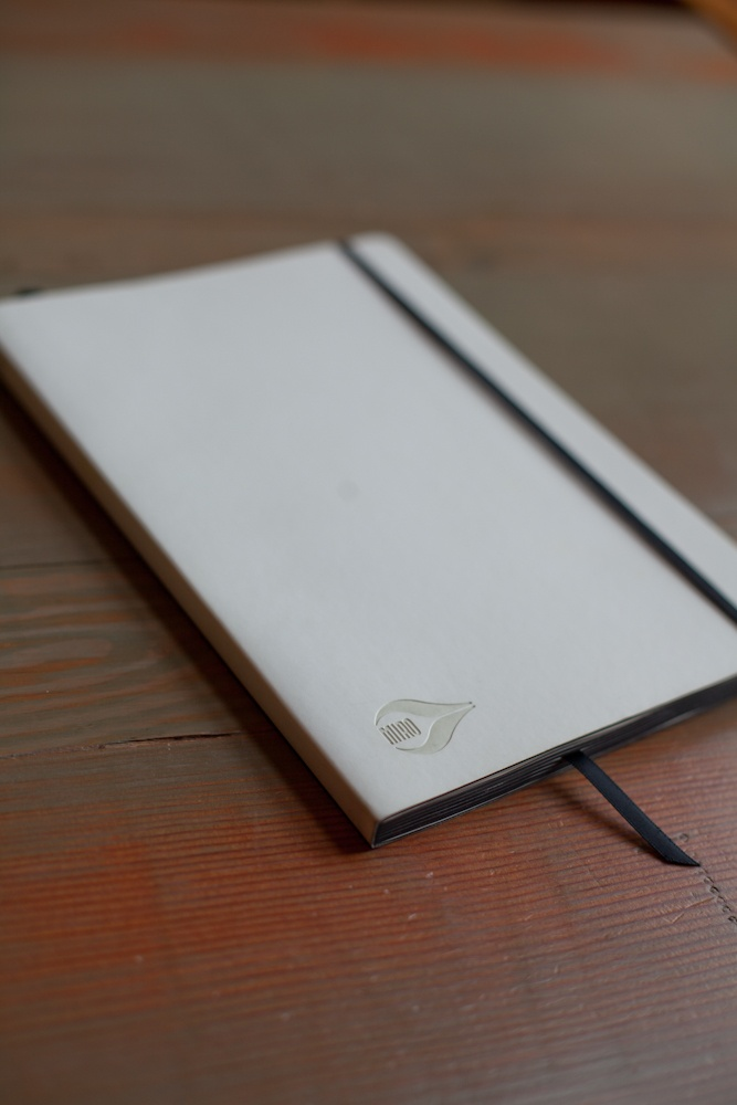 It's not every day you see a white Notebook let alone one that looks this clean