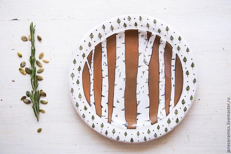 Купить или заказать Берёзовая роща. Тарелка пищевая, керамика. в интернет-магазине на Ярмарке Мастеров. Тарелка полностью ручной работы. Можно использовать как для украшения кухни либо столовой, также и для подачи еды. Хлеб, орехи, шоколадные кексы, яркие овощи, на мой взгляд, будут идеально смотреться на такой тарелочке и будут съедены моментально :) Под заказ сделаю нужное вам количество. Традиционная русская берёзка в современном дизайне смотрится очень стильно :) Серия работ с берёзами…