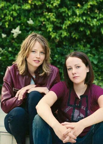 Jodie Foster and Jena Malone (Contact)
