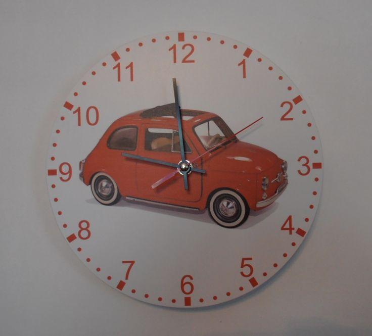 Az ikonikus Fiat 500-as autót ábrázoló falióra. Extra csendes német óraszerkezettel felszerelve.