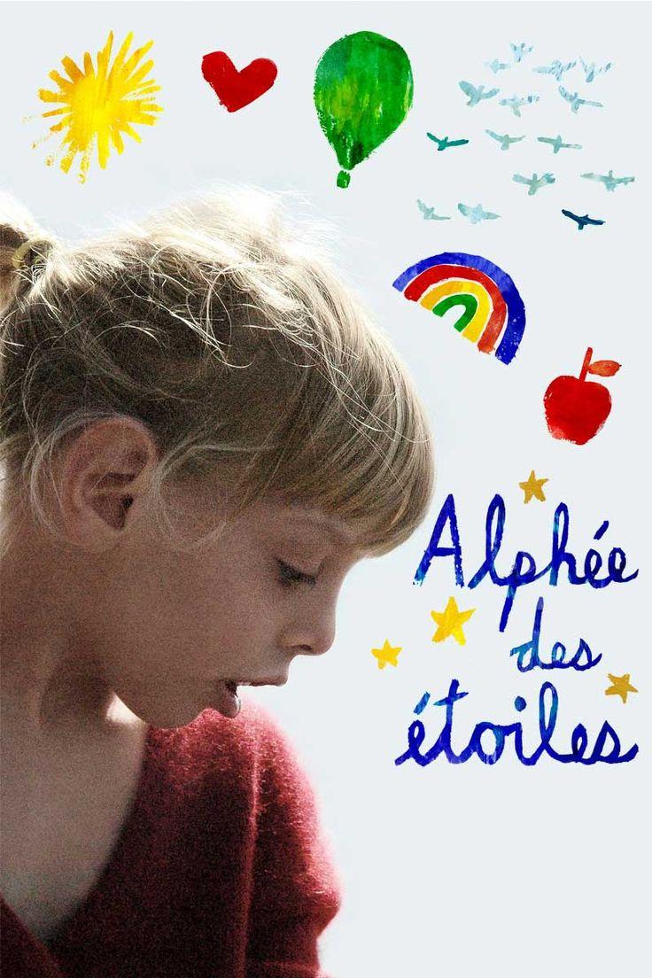 Ce long métrage documentaire suit Alphée, une fillette atteinte d'une maladie génétique rare. Quand, par intuition, ses parents refusent son entrée dans une école spécialisée, toute la petite ...