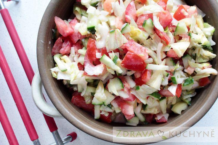 Jogurtový salát (s rajčaty, paprikou a okurkou)