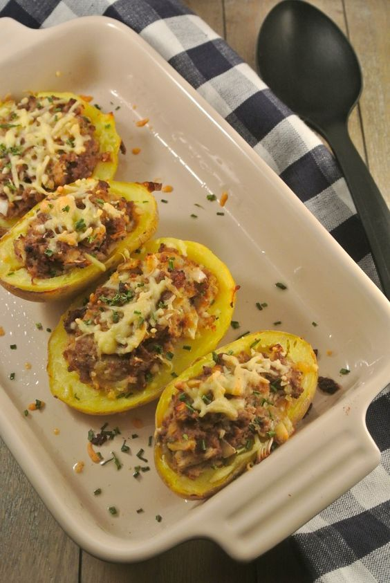 Gevulde aardappels met gehakt en roomkaas - Lekker en Simpel