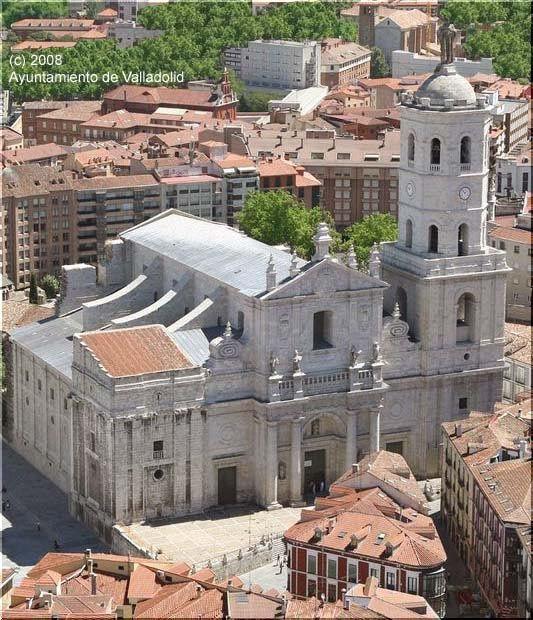 La Catedral de Nuestra Señora de la Asunción de Valladolid es un templo católico ubicado en la ciudad de Valladolid con categoría de catedral, sede la Archidiócesis de Valladolid. Concebida en el siglo XVI y diseñada por el arquitecto Juan de Herrera, es un edificio de estilo herreriano con añadidos barrocos...