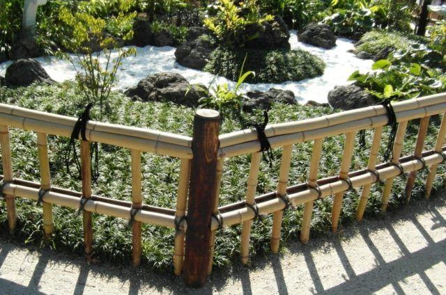 Clôture en bambou pour une touche orientale dans le jardin