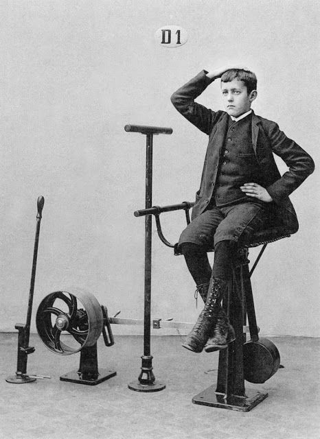 "vintage everyday: 21 Fascinating Photos Show The ""World's First Fitness Machines"" Used in the 1890s"
