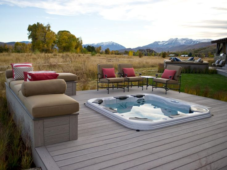 A refreshing escape after a day spent on the slopes, the deck offers views of both Mount Timpanogas and the Provo River.