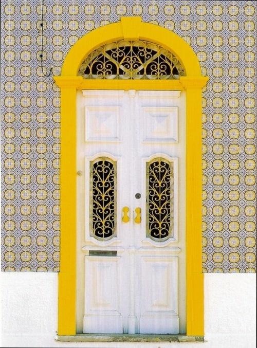 PortugalDoors Windows, Bubbles Mood, Doors Portugal, Front Doors, Lisbon Portugal, Beautiful Doors, Knock Knock, Doors Frames, Portugal Doors
