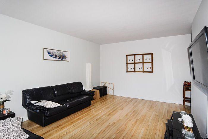 --> prix/price: 750$ --> 3r floor / 3e étage --> grand 4.5 deux chambres fermées --> large 4.5 two closed rooms --> inclusions: hot water, heating, stove and fridge --> inclusions: chauffage, eau chaude, poêle et frigo ••> electricity at your charge: approx. $30/month ••> électricité à votre charge: environ 30$/mo