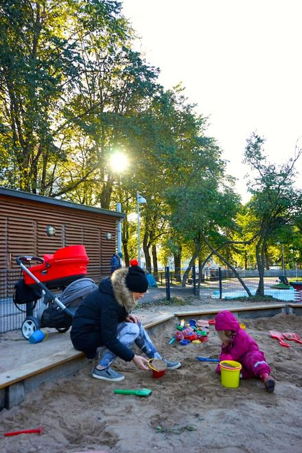 Family Travel Tip: Playtime in the parks on Helsinki goes on even when the weather gets cooler. For more insider tips, go to our story on our website http://www.suitcasesandstrollers.com/interviews/view/finland-with-kids-helsinki-insider?l=all #GoogleUs #suitcasesandstrollers #travel #travelwithkids #familytravel #familytraveltips #traveltips #Helsinki #thisishelsinki #finland #playtime #playgrounds #digging #sandpit #outdoors #freshair @LittleTravellerThings