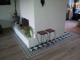 Combination of wooden floor with portugese tiles. Foto's van cementtegels & projecten met Portugese tegels