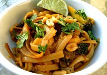 SUPER FAST, delicious recipe!!: Fun Recipes, Vegan Recipes, Vegan Pad Thai, Padthai, Pad Thai Noodles, Thai Recipe, Chef Chloe, Rice Noodles, Vegan Food