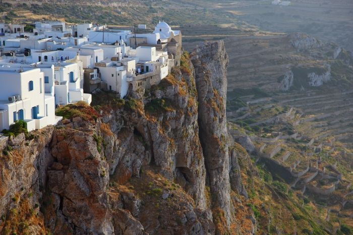 Chora on the cliff!
