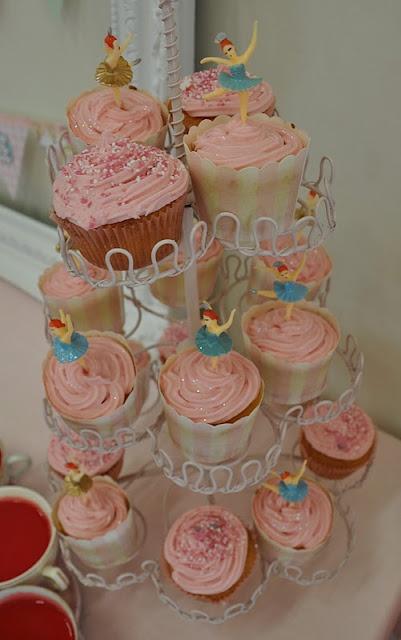 From Liberty Biberty blog (New Zealand). I am not five, but I still want a ballerina birthday tea party!