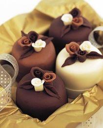 Chocolate rose mini cakes (source: pinterest.com)