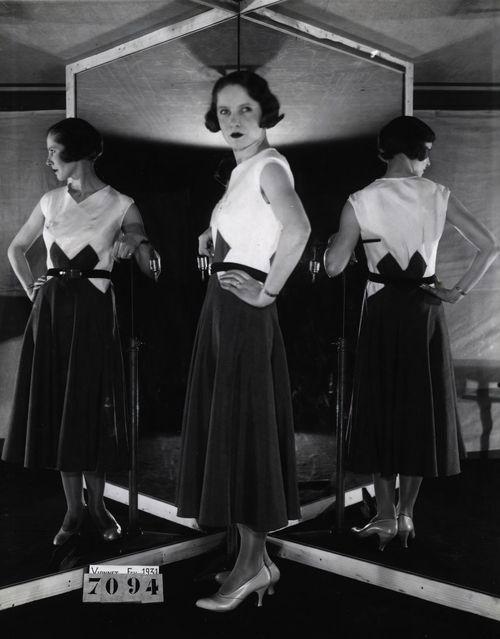 Day dress by Madeleine Vionnet, 3 February 1931, Photo © Archives de Paris, DU12U10 642 // Face-Dos-Profil-Paris-Credit-Municipal-de-Paris-61