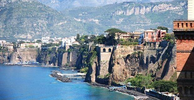 Per il mese di #Aprile vi consigliamo uno dei posti più belli del nostro Paese: la costiera #amalfitana, il tratto di costa che va da #Napoli a Salerno, in #Campania.   Tour COSTIERA AMALFITANA Soggiorno 5 GIORNI / 4 NOTTI: Volo + Hotel + Trasferimenti + Visite Trattamento Pensione Completa - € 800,00 per persona   http://www.enjoysardinia.net/?page=details&id=172