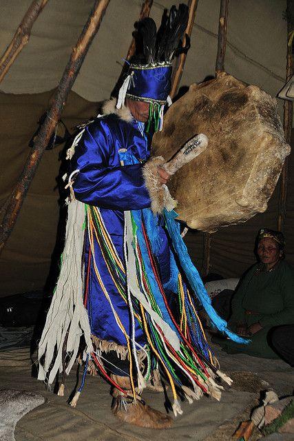Shamaan van de Dukha-stam in Tsataan (noord-Khövsgöl). Kijk voor meer reisinspiratie op www.nativetravel.nl
