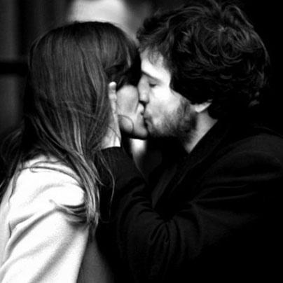 #CitationDuJour > « Le baiser est la plus sûre façon de se taire en disant tout. » Guy De Maupassant