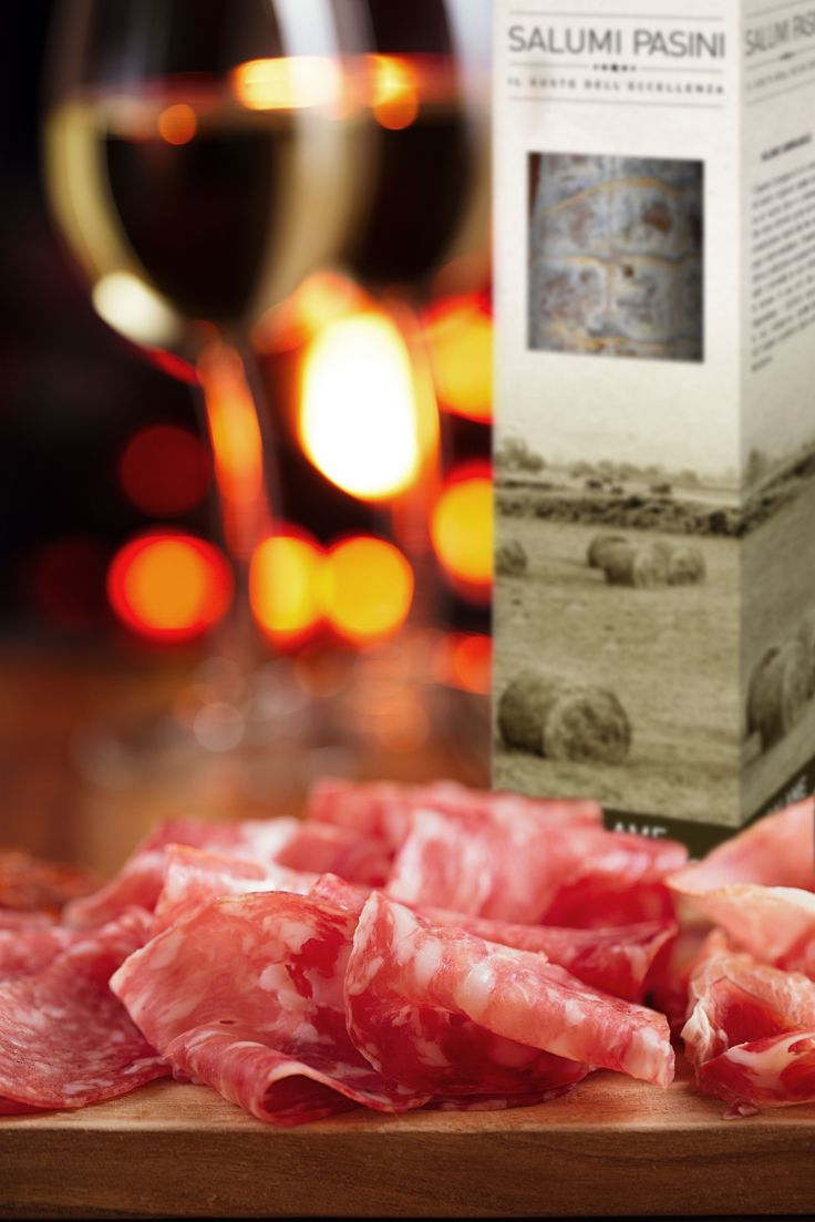The perfect aperitif with salami, white wine and bread / L'aperitivo perfetto con pane e salame e vino bianco #SalumiPasini #salame #vino #salumi #charcuterie