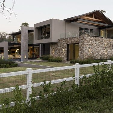 Luxurious contemporary farmhouse, free from high boundary walls and electric fencing, this is a design with a difference.