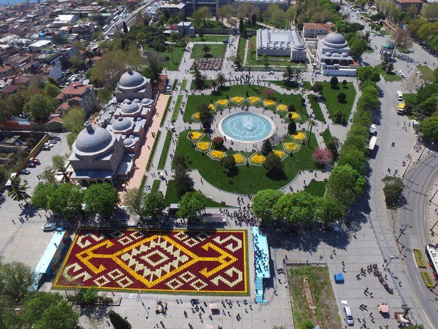 İstanbul Sultanahmet Meydanı-The largest carpet of tulips of the world in İstanbul...