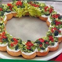 Christmas Wreath Appetizer by easy-appetizer-recipes.com. Looks so beautiful and decorative! Delicious ingredients and simple to make!