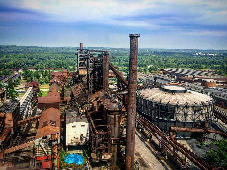 That view!! #vitkovice #ostrava #czech #czechrepublic #view #sky #history #industrial #machinery #steel #vscocam #vsco #vscodaily #cloudy #heavy #industry #urbex #old #colors #industrialdesign #architecture #architecturephotography #gong by adamdrobny