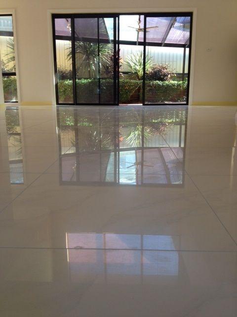 Floor: 600 x 600mm Carrara Polished Rectified #315212