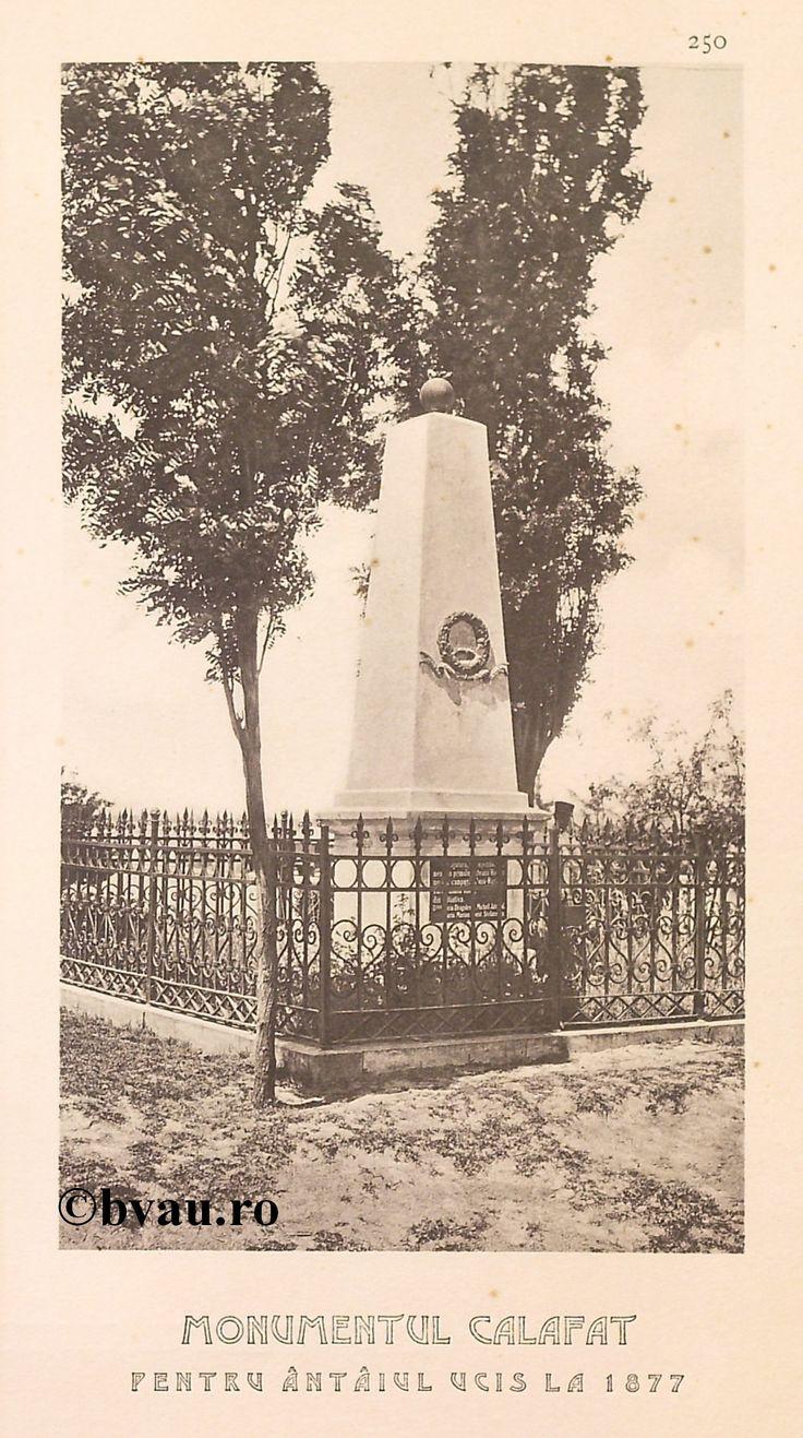"""Monumentul Calafat pentru întâiul ucis la 1877, 1902, Romania. Ilustrație din colecțiile Bibliotecii Județene """"V.A. Urechia"""" Galați. http://stone.bvau.ro:8282/greenstone/cgi-bin/library.cgi?e=d-01000-00---off-0fotograf--00-1----0-10-0---0---0direct-10---4-------0-1l--11-en-50---20-about---00-3-1-00-0-0-11-1-0utfZz-8-00&a=d&c=fotograf&cl=CL1.45&d=J252_697980"""