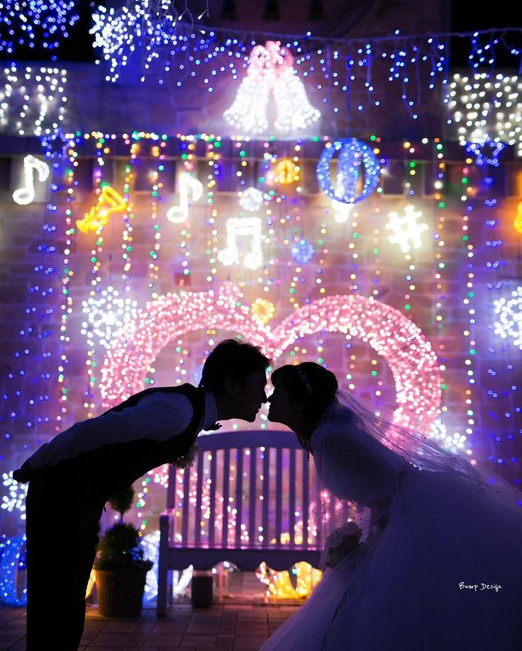 今日は#クリスマス  ハートの#イルミネーション がピッタリな夜ですね  ジングルベルが聴こえてきそう   ステキな一枚が撮れました  鼻と鼻をくっ付けると まるでミッキーとミニー みたいで可愛いでしょ   #プレ花嫁 #日本中のプレ花嫁さんと繋がりたい #結婚式準備 #ドレス試着 #前撮り#ウェディングフォト#ロケーションフォト#Marryxoxo#Marry花嫁#ハナコレ#ウェディングニュース#バンプデザイン #プラコレ#東京カメラ部#lovers_nippon_portrait#ちーむ0422#farny_brides#名古屋花嫁#ウエパ#piary