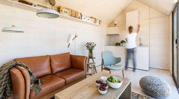 Jaloersmakend mooi is dit duurzame huis van het Spaanse architectenbureau Abaton. Het is een kleine diamant van maar 27 m2. Voor een bedrag van 42.800 heb je een complete duurzame woning met een hoogwaardige afwerking: woonkamer met keuken, slaapkamer voor twee personen en een badkamer. Helemaal geprefabriceerd en in 1 dag te plaatsen op de …