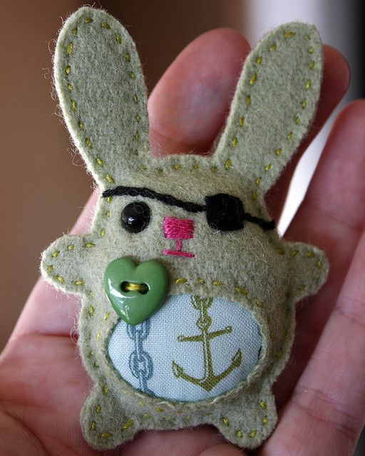 Felt Pirate bunny brooch - this is so cute. Only a pictures on flicker but this would be easy to do.