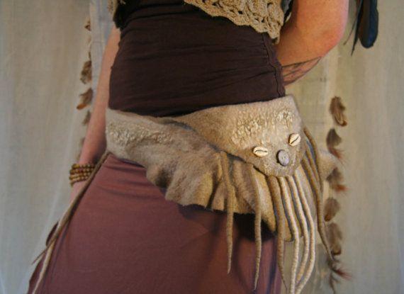 Felt Tribal Belt in Merino Wool with Lace Fringes von SolMundoArt