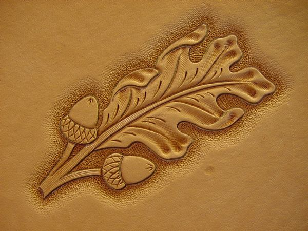 Demo oak leaves figure carving leatherworker
