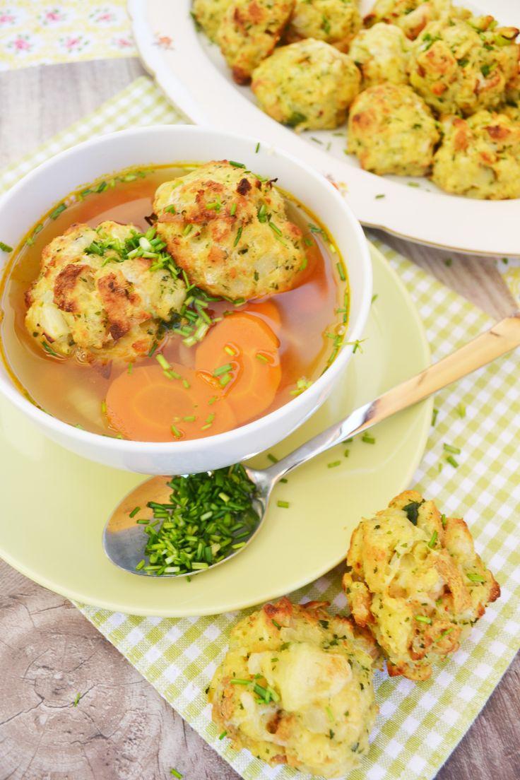 Heute gibt's ein traditionelles österreichisches Gericht. A guade Kaspressknödel-Suppn! Di hob i gern! <3 Die Suppe schmeckt durch den würzigen Käse in den Knödeln besonders gut und wir kö…