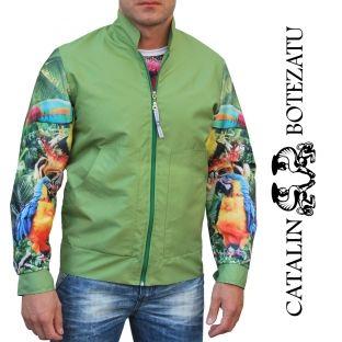 Jacheta de fâș din colecția Jungle este perfectă pentru un look sport chic in zilele răcoroase de vară.