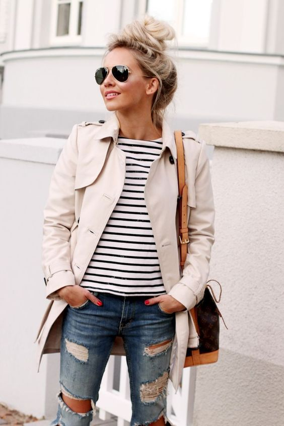 Casual ripped jeans with trench.