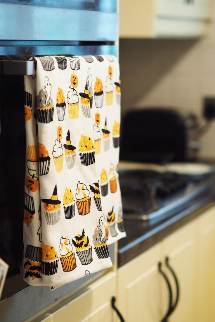 Halloween Cupcake Tea Towels from Olde Glory | https://www.oldeglory.co.uk/collections/tea-towels-linens/products/halloween-cupcakes-towel | Photo by Maria .J