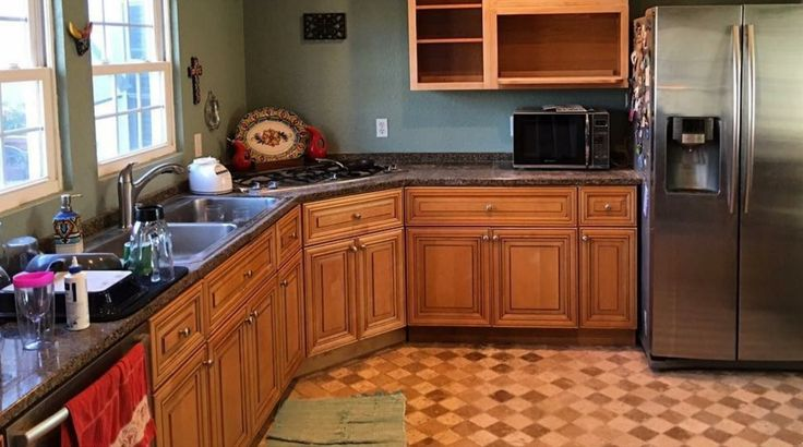 Homeowners Resurfaced Kitchen Cabinet For Less Than $200, But It Looks Like a Million Bucks
